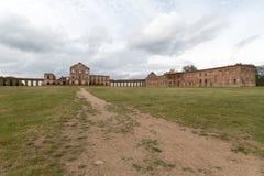 被破坏的Ruzhanskiy宫殿在白俄罗斯在夏天 库存照片