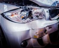 被砸的豪华汽车 库存图片