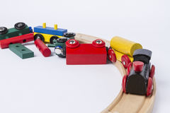 被碰撞的木玩具火车 免版税图库摄影