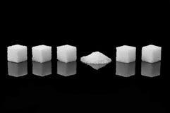 被碰撞的糖立方体 免版税库存照片