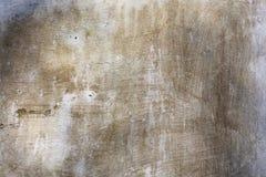 被粉刷的老风化了困厄的破裂的水泥石墙纹理 图库摄影