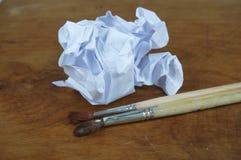 被粉碎的纸和刷子 库存照片