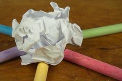 被粉碎的纸和白垩蜡笔 库存照片