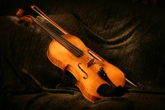 被绘的中提琴 库存图片
