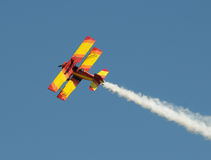 被绘的双翼飞机明亮老 免版税库存照片
