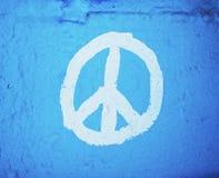 被绘的和平标志墙壁 免版税库存照片