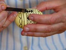 被绘的复活节彩蛋细节初期阶段手艺在罗马尼亚 库存图片