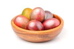 被绘的复活节彩蛋iin木碗 免版税库存照片