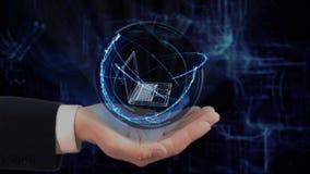 被绘的手显示概念全息图3d在他的手上的老膝上型计算机 影视素材