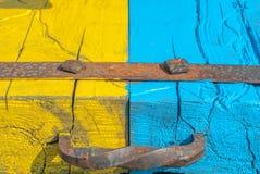 被绘的木表面,黄色和蓝色颜色纹理,背景 免版税图库摄影