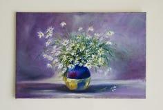 被绘的艺术品-调遣在花瓶的花在蓝色 图库摄影