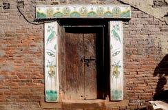 被绘的门,加德满都,尼泊尔 免版税库存照片