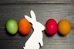 被绘的鸡在传统基督徒假日Easte怂恿 库存图片