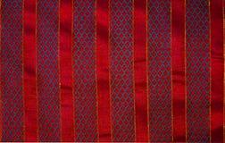 被绣的圣诞节织品背景红色条纹 库存照片