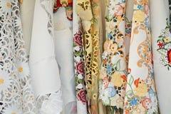 被绣的现有量桌布 免版税库存图片