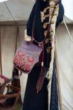 被绣的袋子和古老外套 免版税库存图片