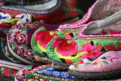 被绣的鞋子 免版税库存图片