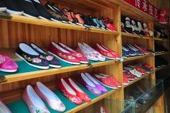 被绣的鞋子 免版税库存照片
