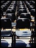 被编号的椅子设定在室外剧院 库存照片