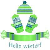 被编织的冬天围巾和手套和盖帽 免版税图库摄影