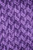 被编织的毛织物品蓝色的紫色纹理 网站或移动设备的背景 免版税库存照片