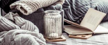 被编织的温暖的毛线衣 库存图片