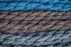被编织的羊毛腿取暖器 图库摄影
