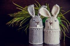 被编织的复活节兔子-场合的纪念品 图库摄影