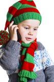 被编织的布料的圣诞节男孩打一个电话给圣诞老人Clau 库存照片