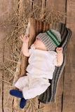被编织的帽子的男婴 库存图片