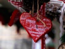 以被编织的心脏的形式玩具 免版税库存照片