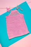 被编织的桃红色上面 免版税库存图片