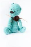 被编织的玩具蓝色熊 免版税库存图片