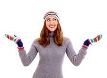 被编织的礼服的女孩捉住雪花 免版税库存照片
