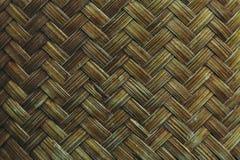 被编织的竹模式 库存图片