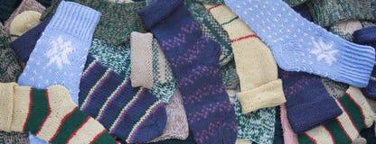被编织的袜子背景 免版税库存照片