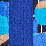 被缝的起皱纹的蓝色丝织物和补缀品 库存图片