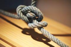 被缠结的绳索关闭  免版税库存图片