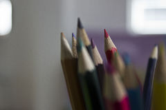 被聚焦的五颜六色的铅笔 库存图片