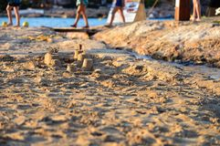 被聚焦的沙子城堡的夏天美好的图片在海滩的,在伊维萨岛 库存图片