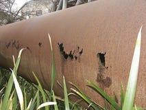 被腐蚀的和损坏的管道 免版税库存图片