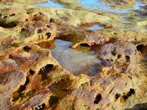被腐蚀的砂岩岩石水池 免版税图库摄影