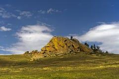 被腐蚀的花岗岩小山 库存图片