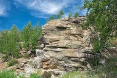 被腐蚀的花岗岩岩石 免版税库存照片