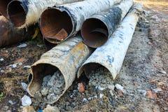 被腐蚀的金属供水管子 免版税库存照片