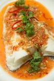 被蒸的雪鱼用辣调味汁 库存照片