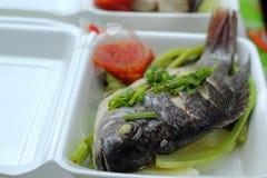 被蒸的鱼在市场上 库存图片