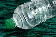 被装瓶的查出的水白色 库存图片