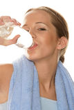 被装瓶的饮用水妇女 免版税库存照片