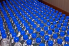被装瓶的饮用水 库存照片